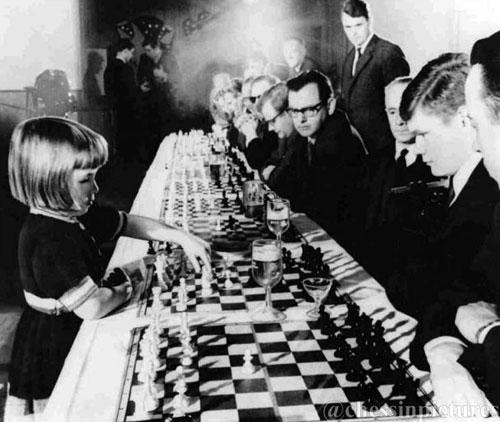 Jutta Hempel en una exhibición de simultáneas 1966