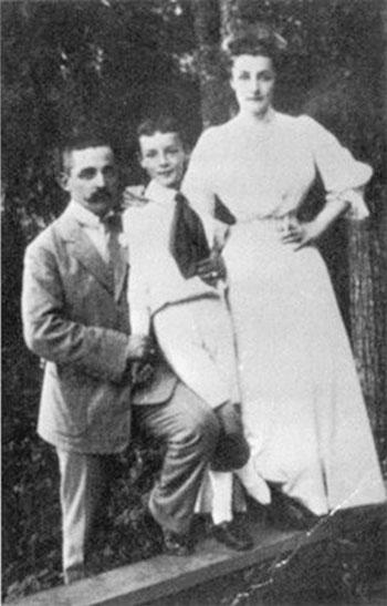 Nabokov con sus padres