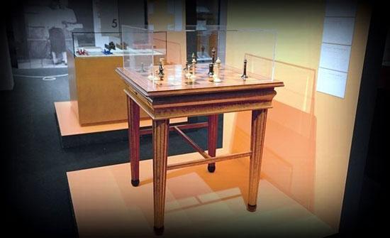 En esta mesa se jugó el Campeonato del Mundo Emanuel Lasker contra Carl Schlechter en 1910