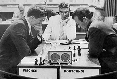 http://www.tabladeflandes.com/zenon2006/fotos/Fischer-vs-Korchnoi-en-Curazao-1962.jpg