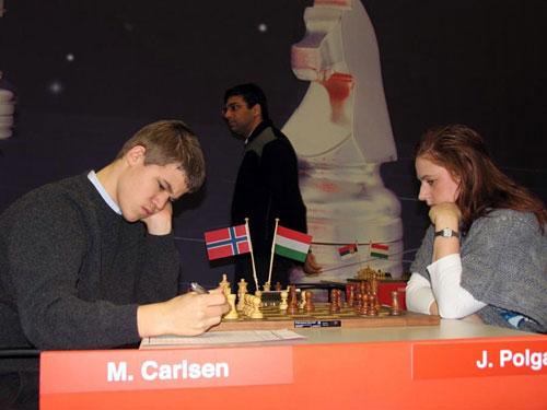 Judit Polgar con Carlsen en Wijk aan Zee 2008, Anand pasea