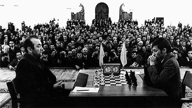 Karpov y Korchnoi en la Final de Candidatos de 1974