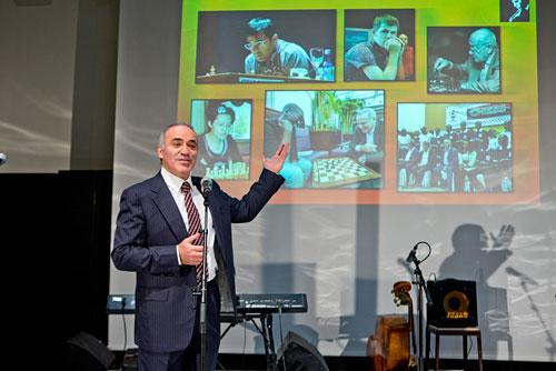 Kasparov en su discurso de presentación