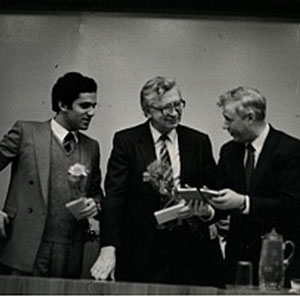 http://www.tabladeflandes.com/zenon2006/fotos/Kasparov-y-Smyslov-Vilna-1984.jpg