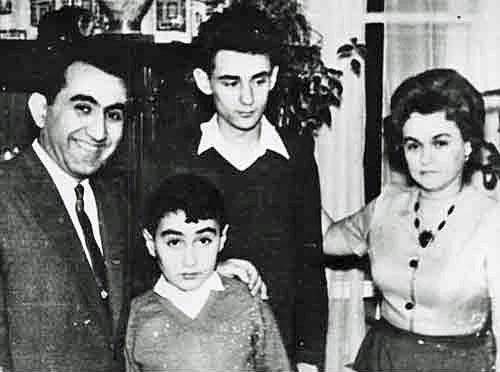 Tigran y Rona con sus hijos Mikhail y Vardan