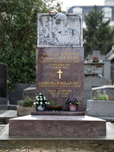 Tumba de Alekhine, cementerio de Montparnasse, París, Francia
