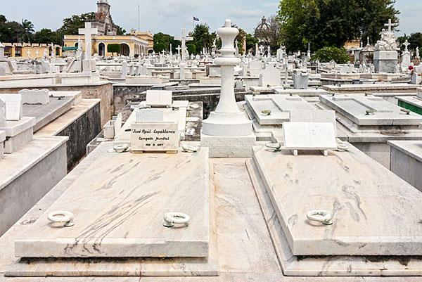 Tumba de Capablanca Cementerio Colón de La Habana. Foto Anton Zelenov